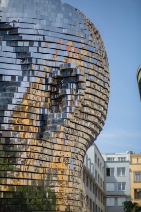 Reflections on the Statue of Franz Kafka